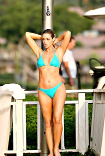 Denise Richards body in sexy bikini