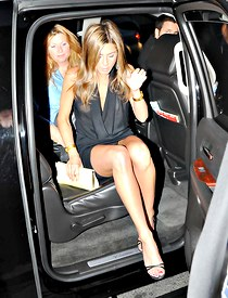 Jennifer Aniston upskirt for hunter
