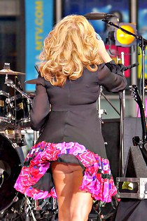 Jessica Simpson super upskirting