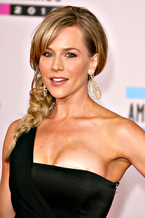 Julie Benz downblouse for public