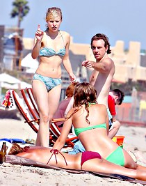 Spying sexy bikini of Kristen Bell