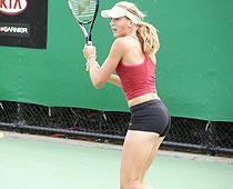 voyeur-naked-tennis-pics-young-girls-eating-old-girls