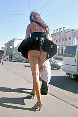 2887-naked-ass-upskirt-in-the-street
